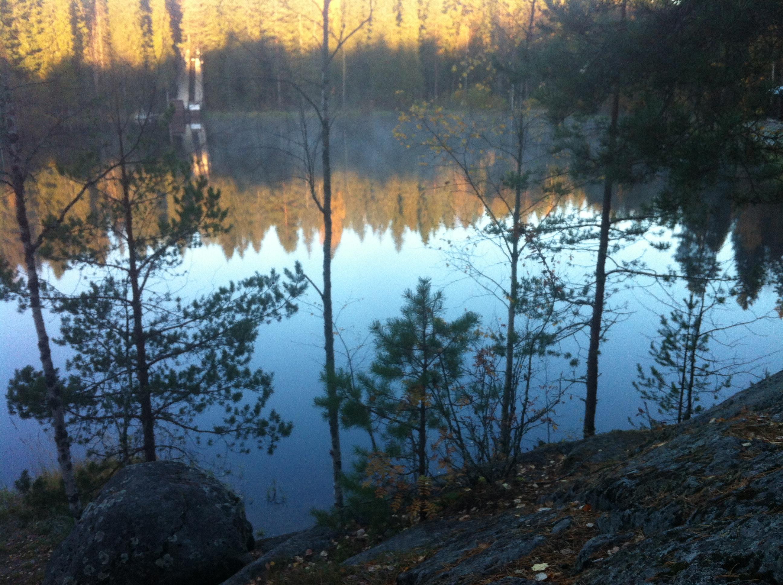 heijastus-vuorilammen-pinnassa